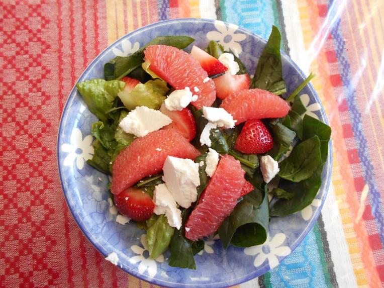 ensalada de fruta y citricos con espinaca