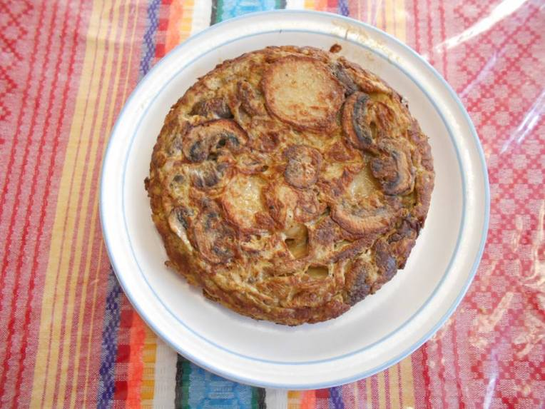 tortilla española de papas y champiñones