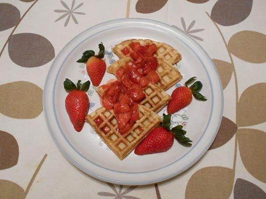 waffles-sencillos-con-salsa-de-fresas