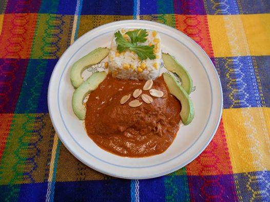 pollo-en-salsa-de-cacahuate