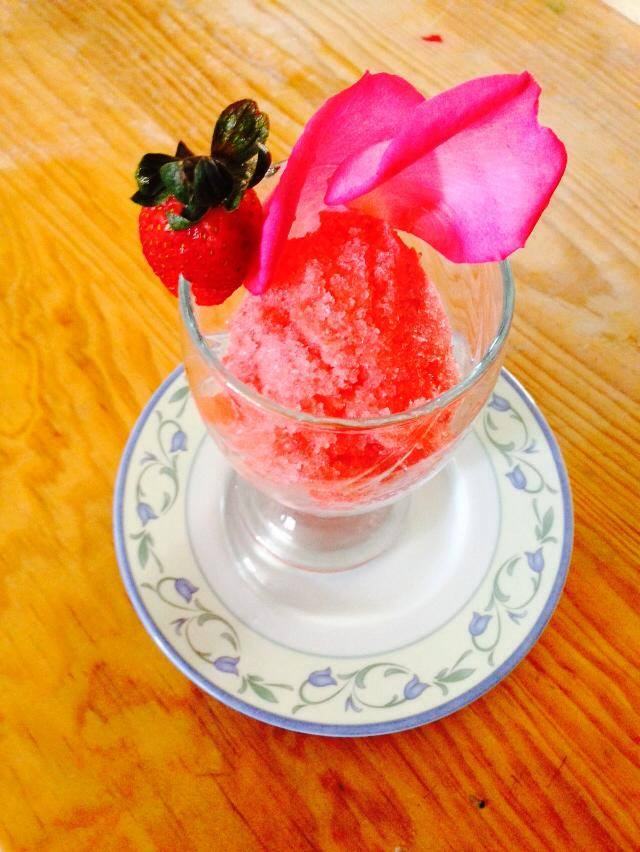 sorbete de fresas y rosas