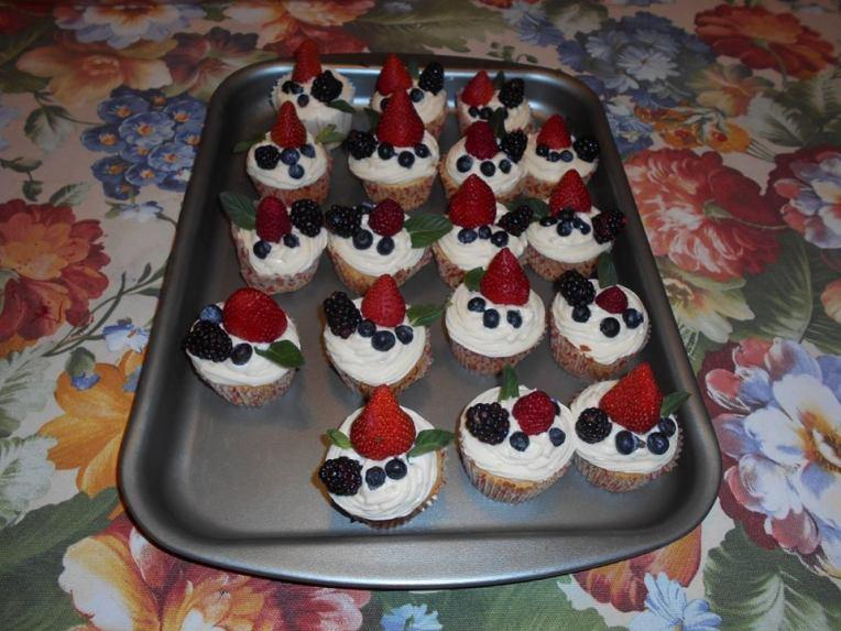 cupcakes de almendras con frutos rojos