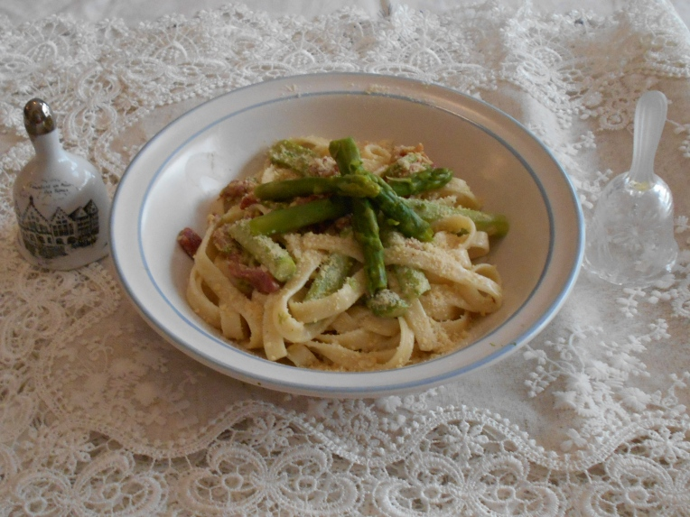ham prosciutto and asparagus foto