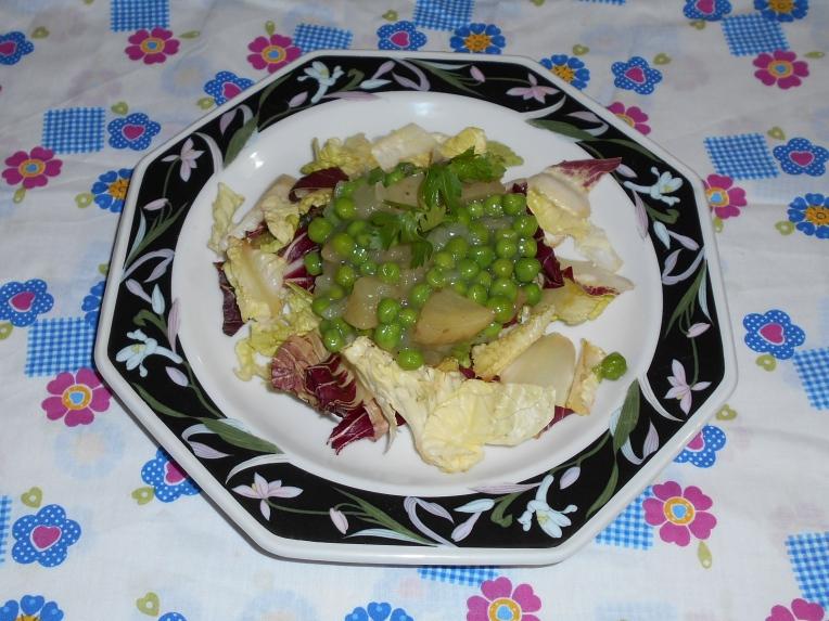ensalada de chicharos y patatas foto