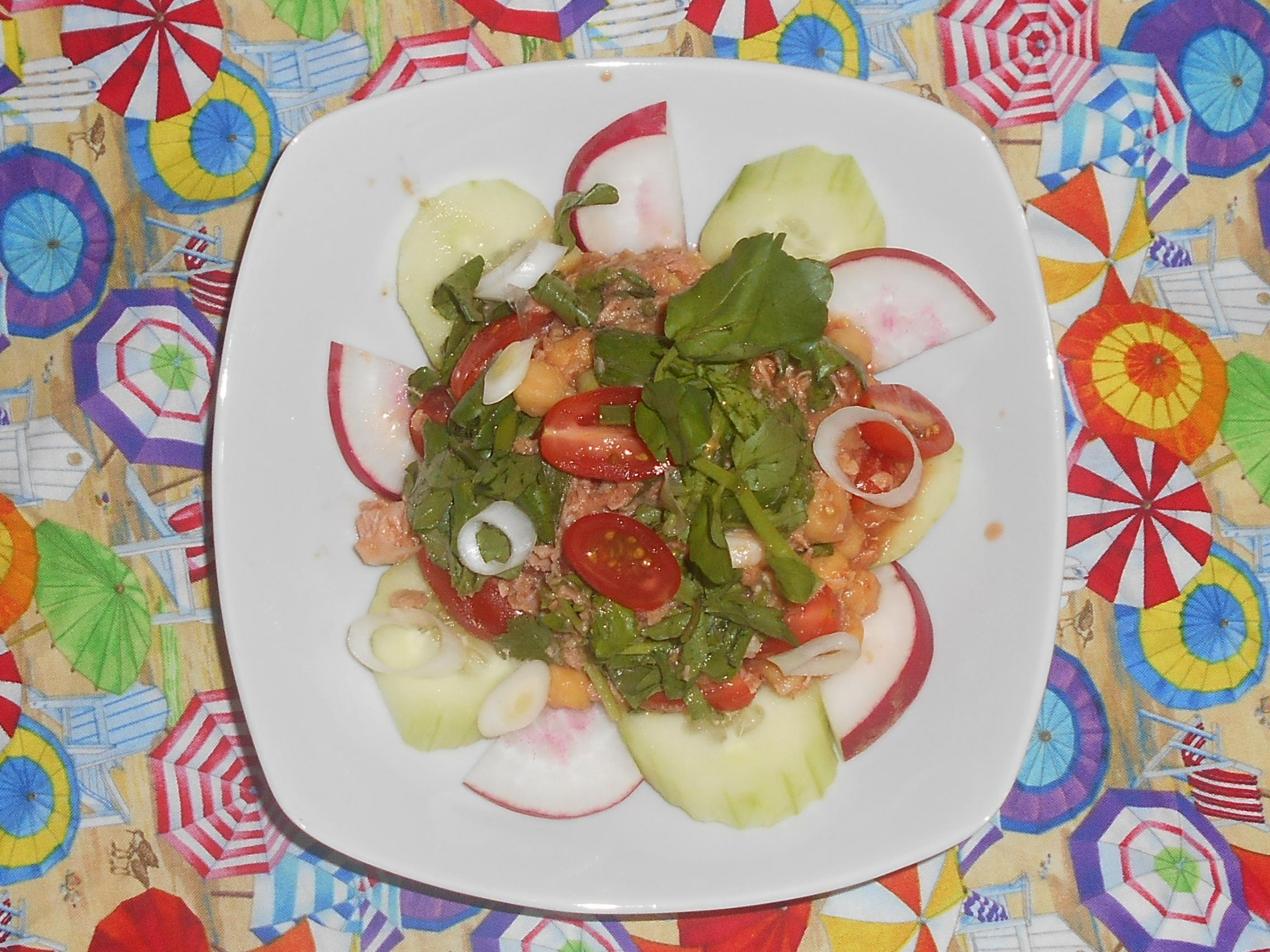 ensalada de atun garbanzos y tomate cherry