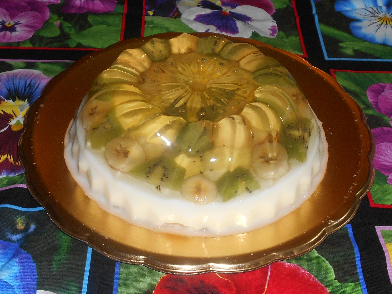 gelatina de coco con frutas encapsuladas